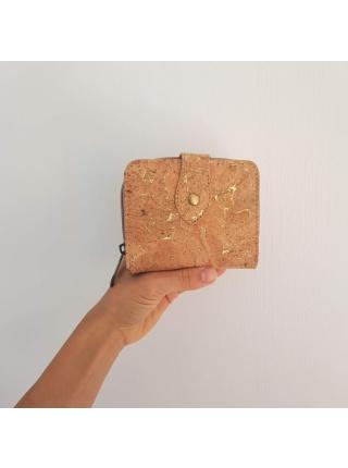 Dámska korková peňaženka so zlatými odleskami