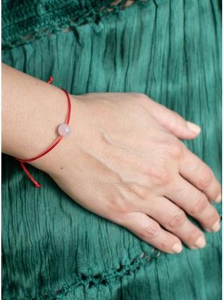 Červená šnúrka s ruženínom